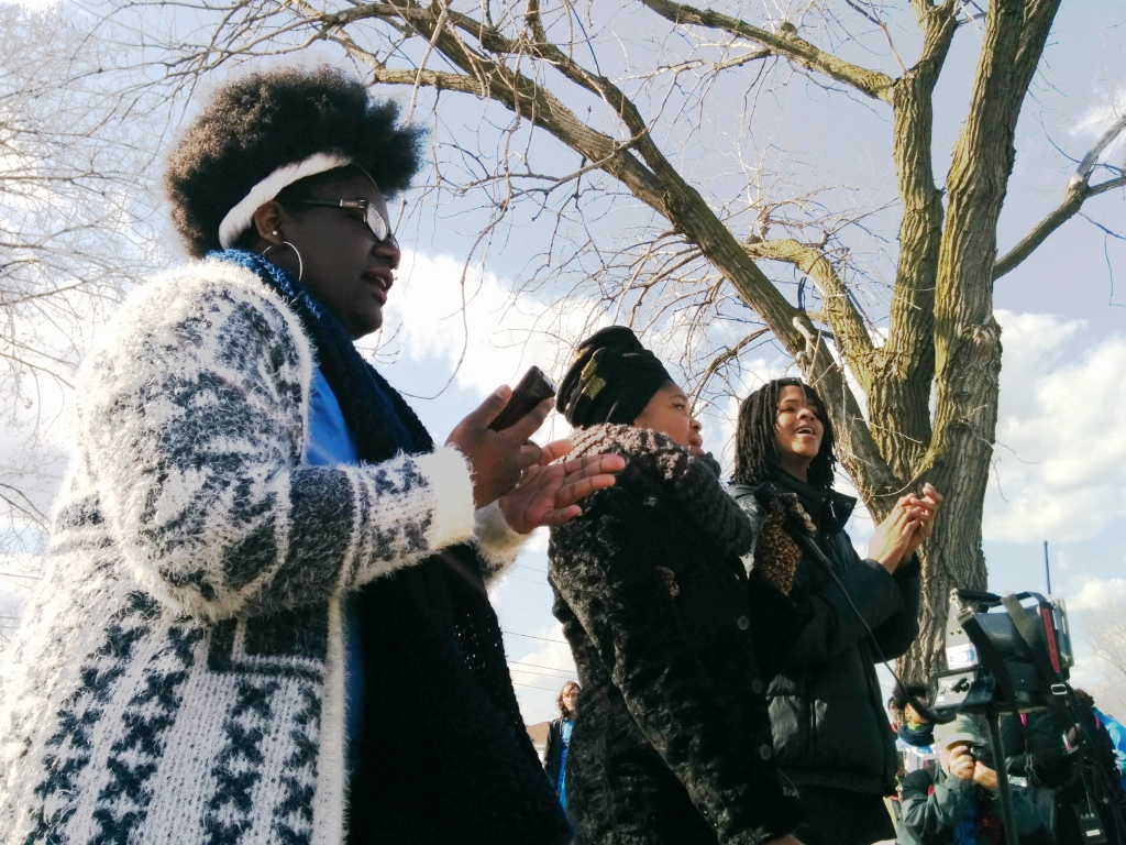 Visiting activists sing Stephon's favorite song to the Watts family. (Photo: Kelly Hayes)